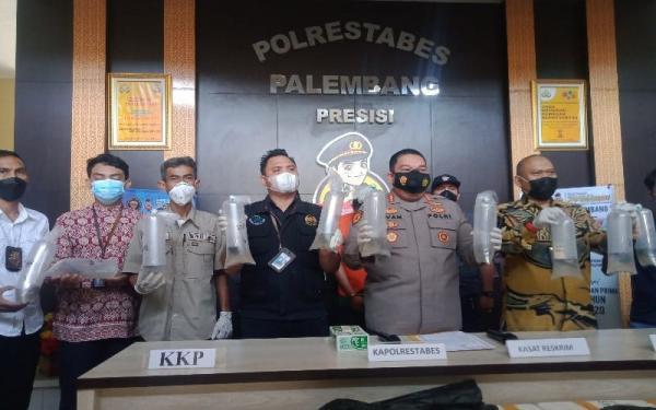 Cegat Mobil di Gerbang Tol, Polisi Temukan 14 Boks dengan Isi Bernilai Rp14 Miliar
