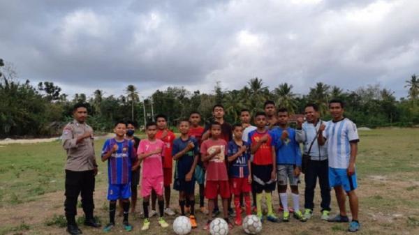 Kisah Bripka Ever, Dirikan Sekolah Sepak Bola untuk Bina Anak-Anak di NTT