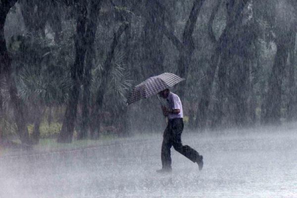 BMKG Prediksi Jakarta Diguyur Hujan Lebat Disertai Angin Kencang pada Sore Hari Ini