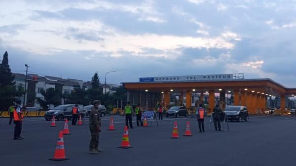 Ganjil Genap Pekan Ketiga di Pintu Tol Bandung, 650 Mobil Luar Kota Dihalau Petugas