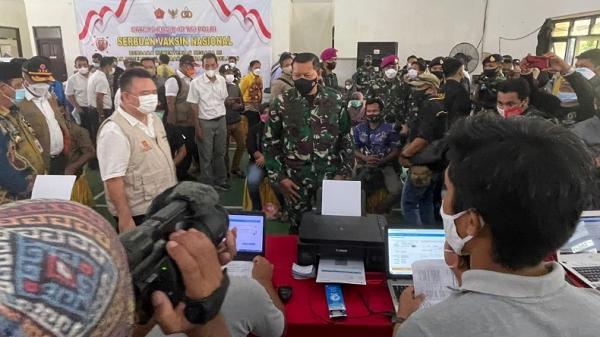 Tinjau Vaksinasi di Kotabaru, Kasal: Semoga Masyarakat Sehat dan Ekonomi Cepat Pulih