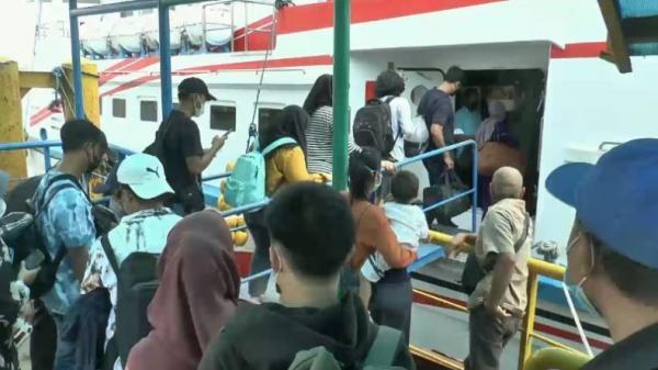 Karimunjawa Dibuka, Wisatawan Padati Pelabuhan Penyeberangan Jepara