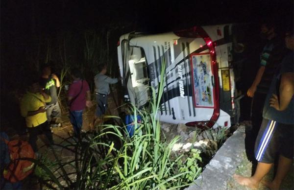 Usai Berwisata, Bus Rombongan Karyawan RSUD Semarang Terguling di Gunungkidul