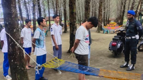 Main Judi Domino di Pinggir Pantai, 9 Pelajar SMA di Aceh Ditangkap Satpol PP.