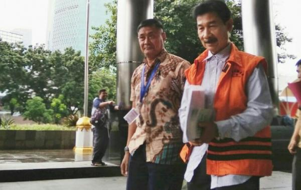 Penampakan Muzni Zakaria, Eks Bupati Solok Selatan Dieksekusi KPK ke Lapas Sukamiskin