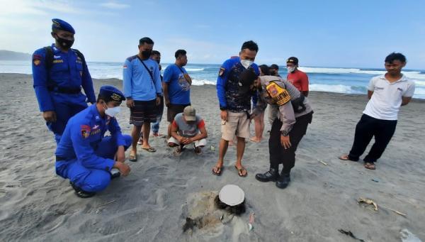 Lima Berita Terpopuler Hari Ini: Mayat Posisi Bertapa Ditemukan di Pantai Parangkusumo hingga Trio Warkopi Tuai Cibiran