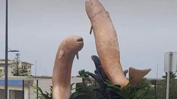 Netizen Marah, Patung Ikan Mirip Alat Kelamin Pria di Maroko Dirobohkan