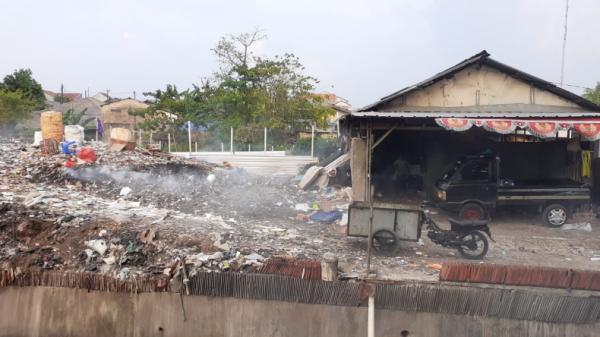 Tempat Pembuangan Sampah Liar di Pondok Aren Tak Akan Ditutup
