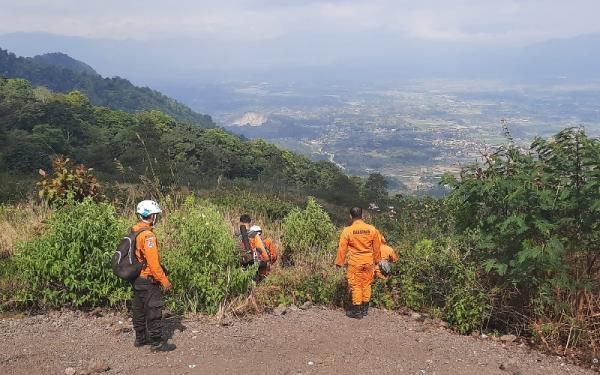 Hari Keempat Pencarian Pendaki Hilang di Gunung Guntur, Tim SAR Dibagi Jadi 2 Regu