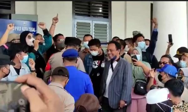 Tolak Proyek Revitalisasi Jalan Ahmad Yani Tegal, Warga Bersitegang dengan Pekerja