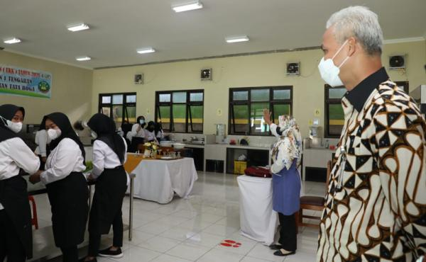 Siswa Langgar Prokes, Ganjar Marahi Kepala Sekolah: Njenengan Siap Apa Tidak Melaksanakan PTM