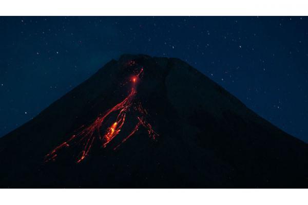 Gunung Merapi Luncurkan Lava Pijar 5 Kali Sejauh 1,8 Kilometer