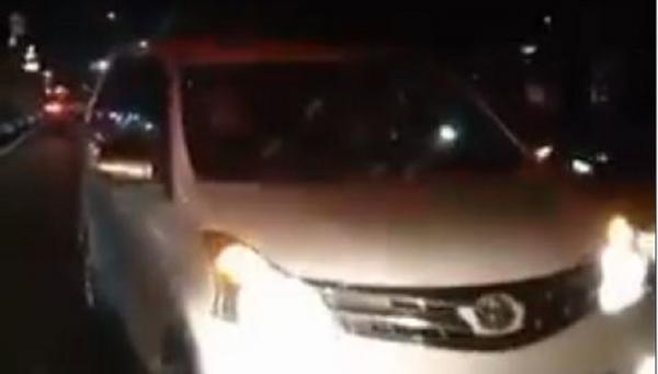 Ambulans Bawa Pasien Dihalangi Mobil di Kramat Jati, Sopirnya Diteriaki