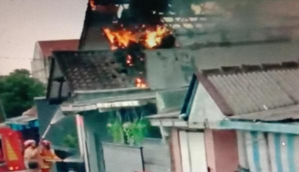 Ditinggal Penghuni Beli Obat, Rumah di Tasikmalaya Ludes Terbakar