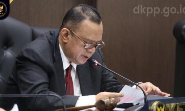 2 Anggota KPU Sabu Raijua Diberhentikan, Buntut Loloskan WNA Jadi Calon Bupati