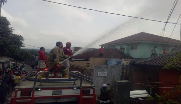 Kios Bensin Eceran di Sukabumi Terbakar, Api Sambar Ibu Rumah Tangga