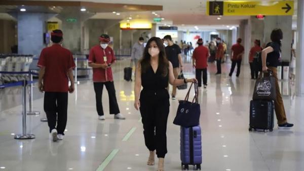 Gubernur Koster Klaim Pesawat ke Bali Sekarang Penuh Terus dengan Wisatawan