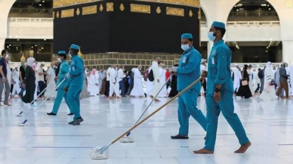 Masjid di Indonesia Belum Bisa Rapatkan Shaf Shalat, Capaian Vaksinasi Masih Rendah