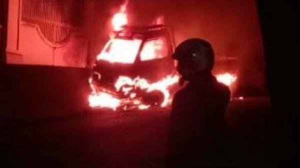 Mobil Pikap Terbakar di Jalan Raya, Diduga Bawa Muatan BBM 35 Liter dalam Jeriken