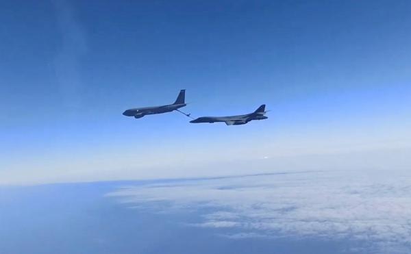 Rusia Kerahkan 2 Jet Tempur Sukhoi SU-30 Bayangi Pesawat Pembom AS