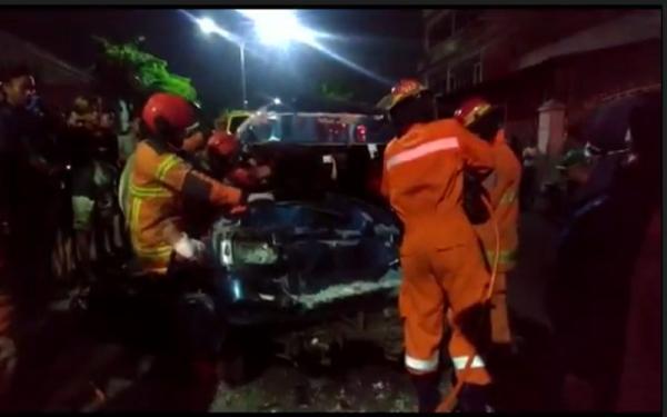 Tabrakan Beruntun di Lampu Merah Surabaya, Sopir Minibus Terluka Parah
