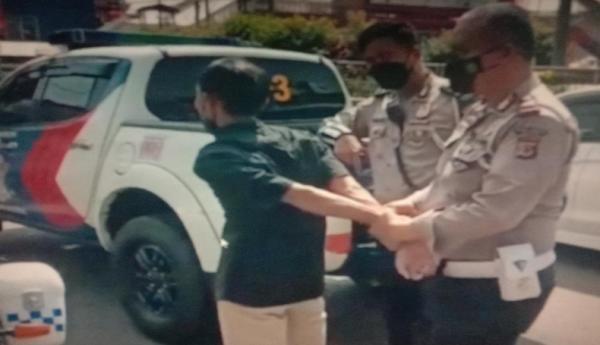 Apes, Pria di Cianjur Ditangkap Setelah Aksinya Gagal Rampas Uang Pertugas SPBU