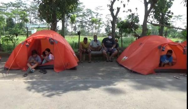 Takut Tertimpa Bangunan Runtuh, Puluhan Warga Ambarawa Bertahan di Tenda Darurat