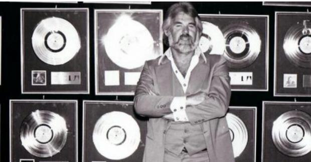Penyanyi Country Kenny Rogers Meninggal Dunia Usia 81 Tahun