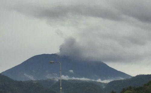 Gunung Agung Erupsi, Muntahkan Abu Setinggi 2.000 Meter
