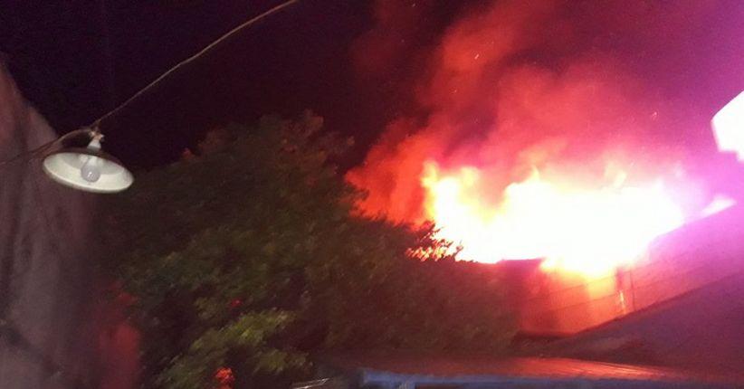 Kebakaran Hebat di Jembatan Besi, 21 Unit PMK Dikerahkan