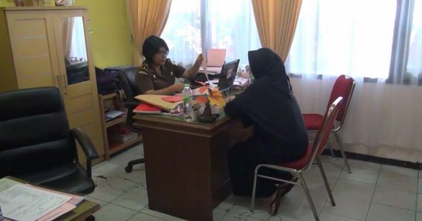 Terlilit Utang Demi Gaya Hidup Sosialita, Istri Jual Sepupu ke Suami