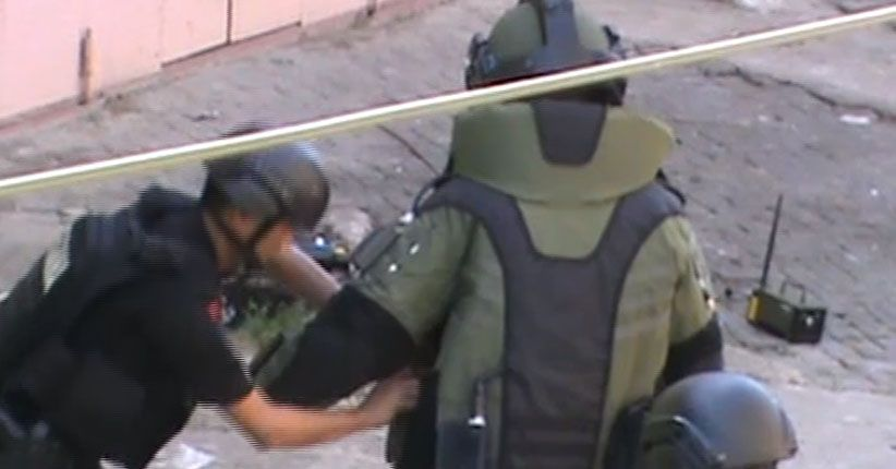 Tim Gegana Polda Sulsel Amankan Benda Diduga Bom Aktif di Makassar