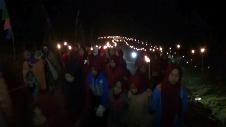 Sambut 1 Muharram, Warga Batang Pawai 1.000 Obor di Gunung Prahu