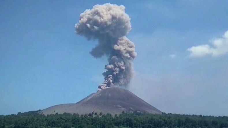 Gunung Anak Krakatau Masih Keluarkan Guguran Lava Pijar