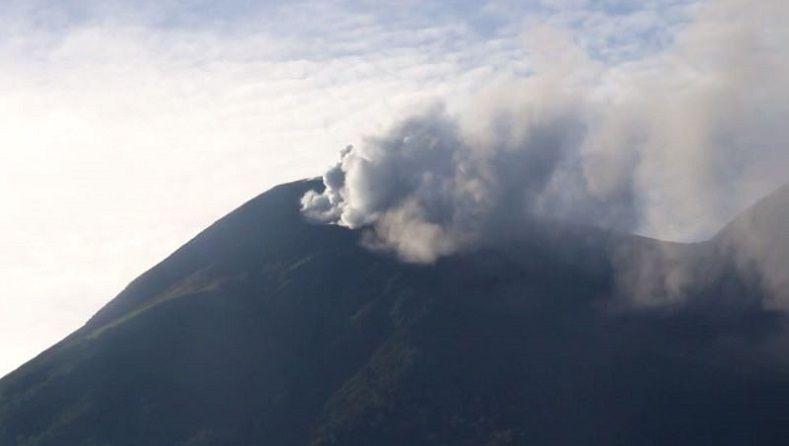 Abu Vulkanik Masih Keluar dari Gunung Gamalama, 3 Kelurahan Terdampak