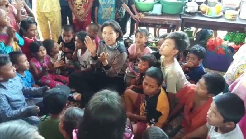 Polwan Polda Sultra Berikan Trauma Healing bagi Anak Korban Gempa Palu