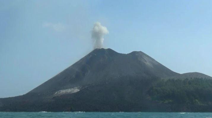 Gunung Anak Krakatau Meletus 101 Kali, Warga Dilarang Dekati Kawah