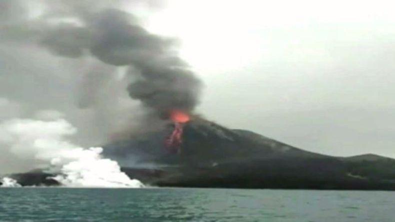 Gunung Anak Krakatau Meletus 49 Kali Disertai Lontaran Material Pijar