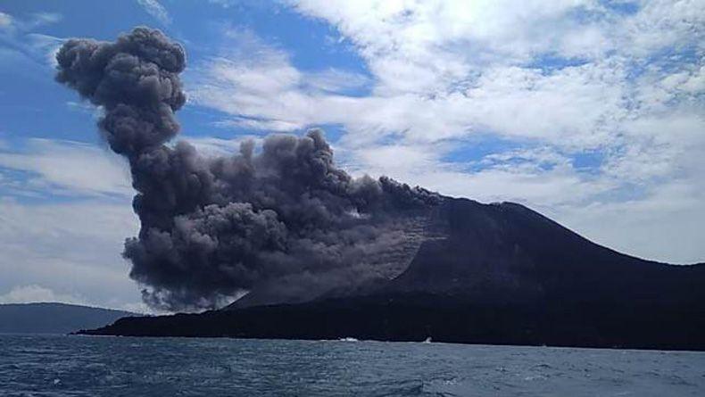 BMKG: Tsunami Anyer Diduga akibat Longsoran Erupsi Anak Krakatau