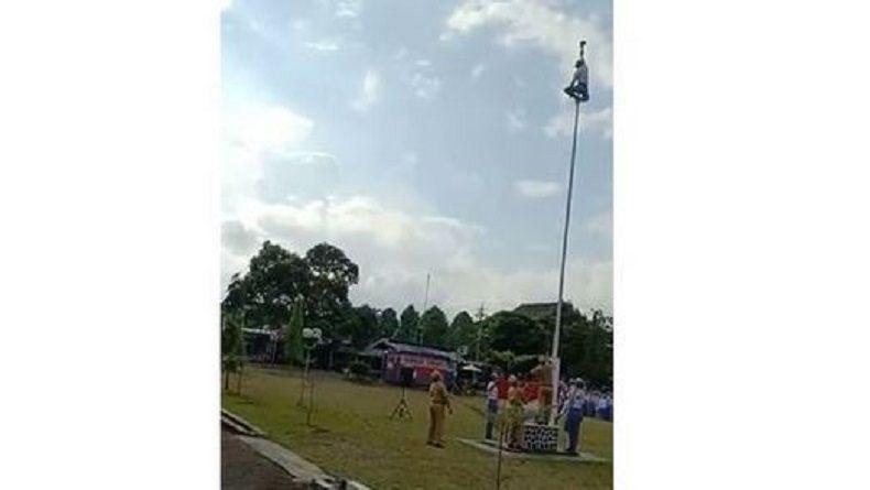 Aksi Heroik 2 Siswa di Purwokerto Panjat Tiang Bendera Viral di Medsos