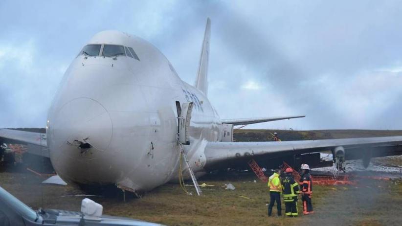 Pesawat Jatuh dan Tewaskan 17 Orang, Penduduk Berebut Uang yang Berhamburan
