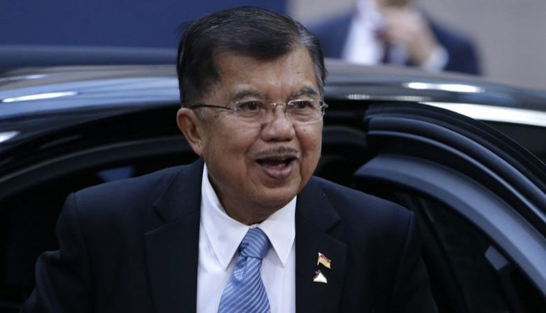 Jusuf Kalla Terima Anugerah Ide Anak Agung Gede Agung