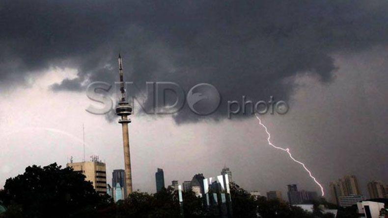 Prakiraan Cuaca: Jakarta Timur dan Jakarta Selatan Malam Ini Hujan Disertai Petir