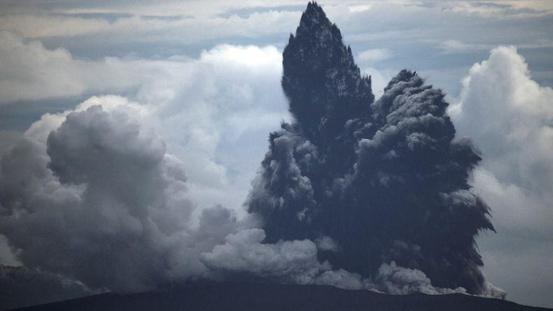 Video Penampakan Erupsi Dahsyat Gunung Anak Krakatau di Selat Sunda