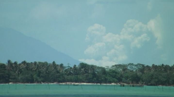 Begini Detik-Detik Erupsi 2.000 Meter Gunung Anak Krakatau Siang Tadi