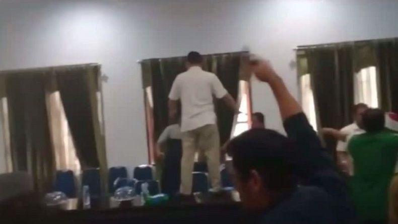 Cabut Badik di Ruang Rapat, Ketua DPRD Bombana Segera Dipanggil Polisi