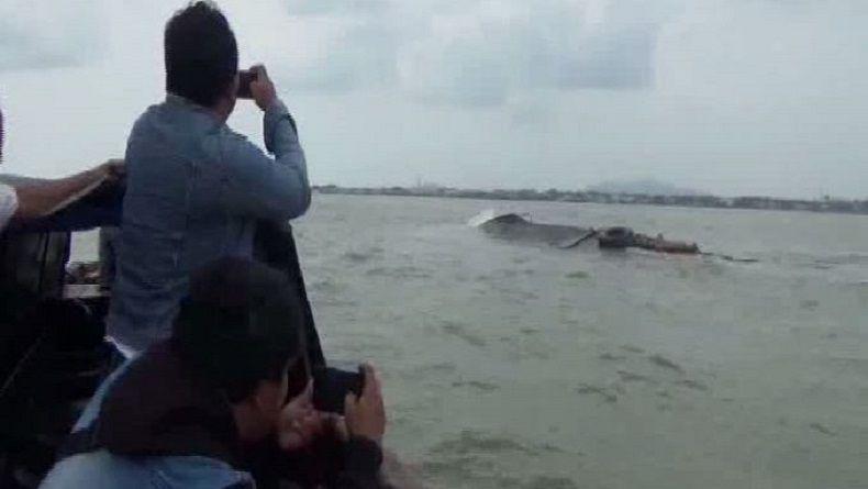 Kapal Pengangkut Minyak Mentah Tenggelam, Perairan Karimun Tercemar