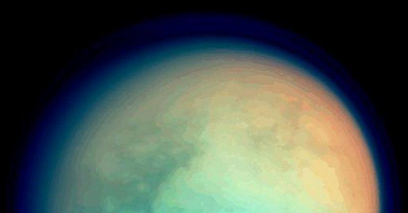 Rahasia di Balik Tebalnya Atmosfer Bulan Saturnus