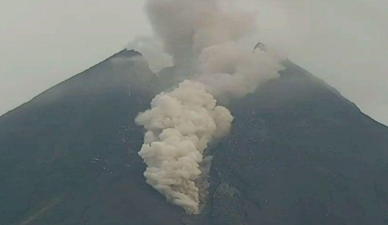 Gunung Merapi Kembali Muntahkan Awan Panas Setinggi 3.000 Meter, Hujan Abu Guyur Sleman