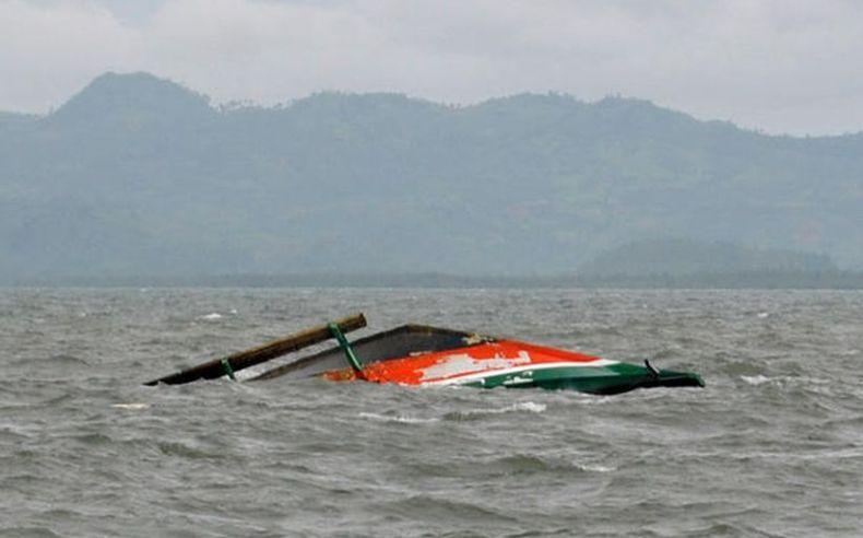 Kapal Tanker Bertabrakan dengan Perahu Nelayan di Hong Kong